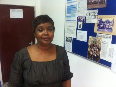 Edith Andrews Annan (OMS) en su despacho.}