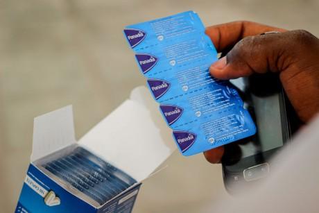 Una caja de paracetamol puede llegar a costar 35 cedis, 5 veces el salario mínimo diario}