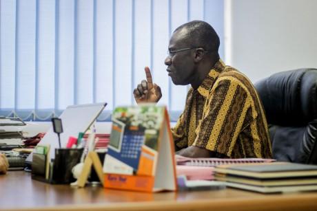 James Lartey, de la FDA Ghana, en su despacho.}